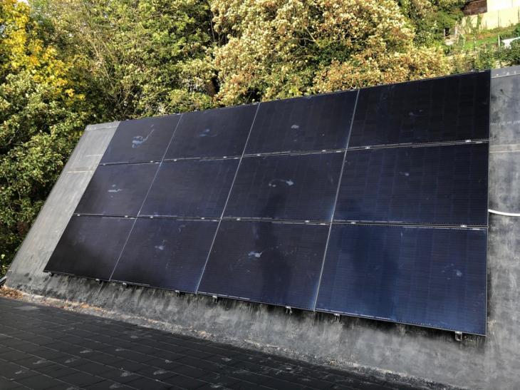 Zonnepanelen op roofing Halle