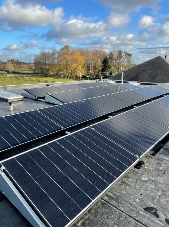 Zonnepanelen op plat dak Heist-op-den-Berg