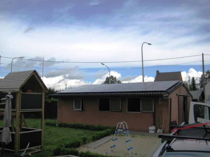 Zonnepanelen op golfplaten dak Vlimmeren