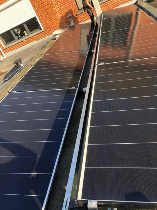 Zonnepanelen op plat dak te Turnhout