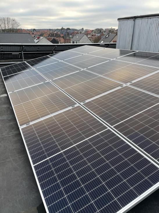 Zonnepanelen op plat dak Heverlee