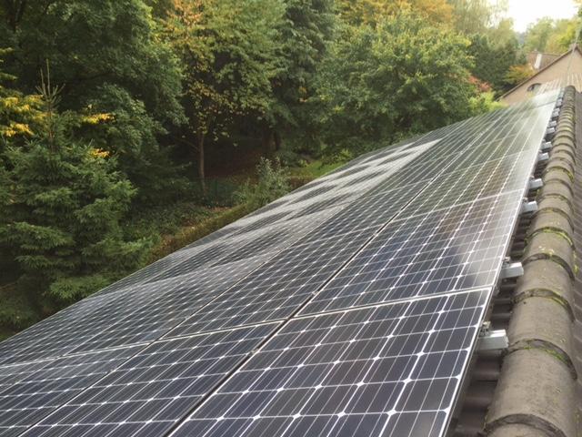Zonnepanelen op golfplaten dak Overijse