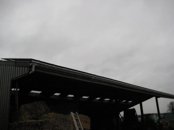 Zonnepanelen op golfplaten dak Lille