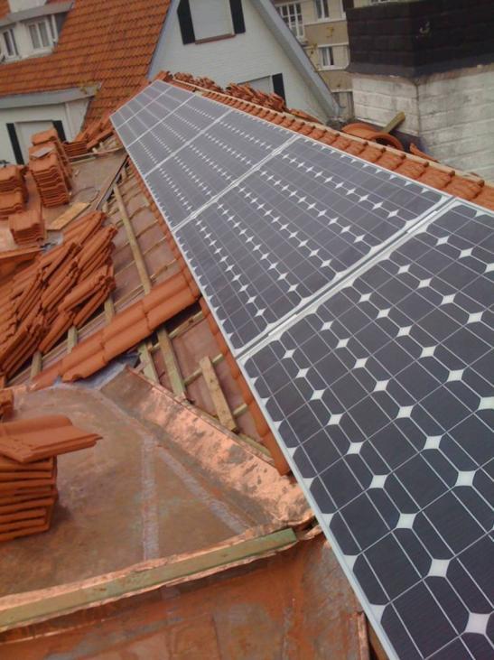 Zonnepanelen op pannen dak in Knokke