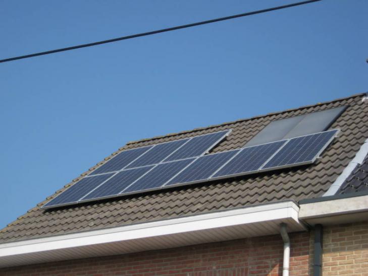Zonnepanelen op pannen dak in Nijlen