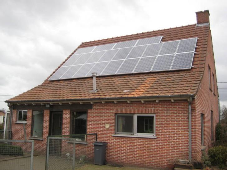 Zonnepanelen op pannen dak in Weelde