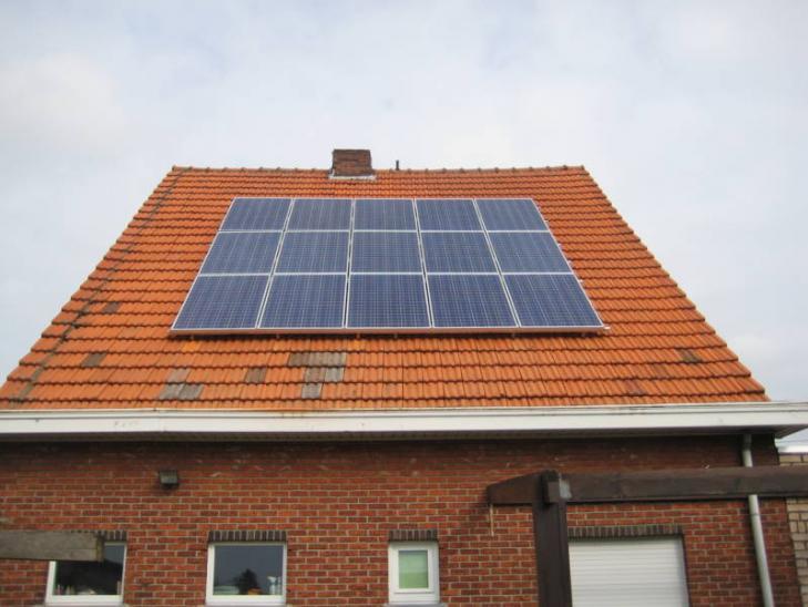 Zonnepanelen op pannen dak in Brecht