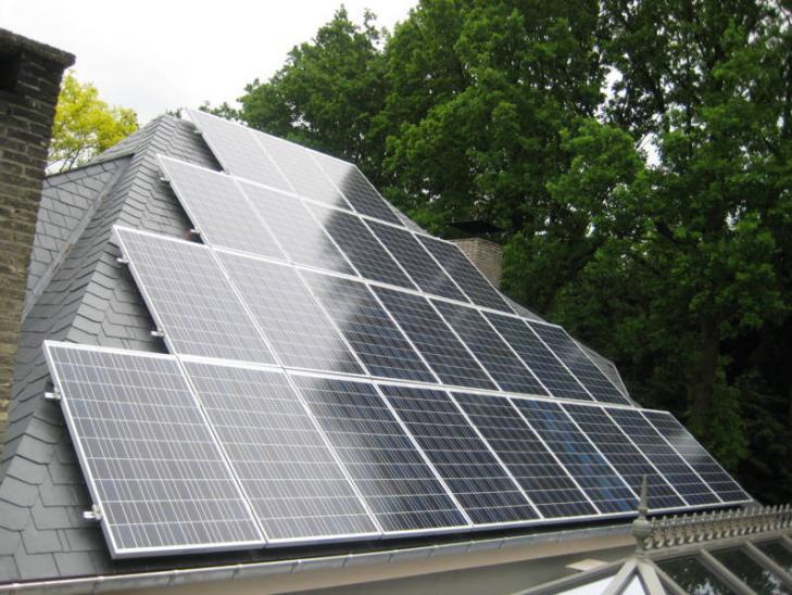 Zonnepanelen op leien dak Lille