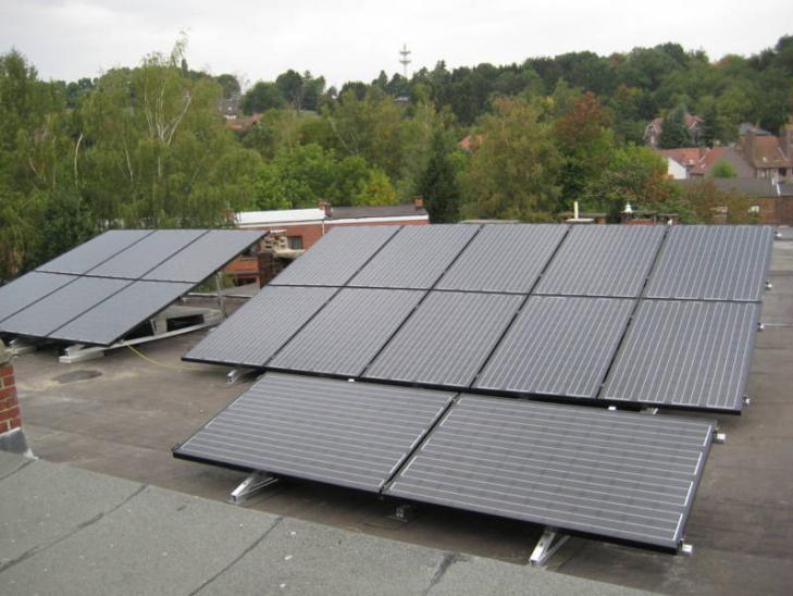 Zonnepanelen op plat dak Overijse