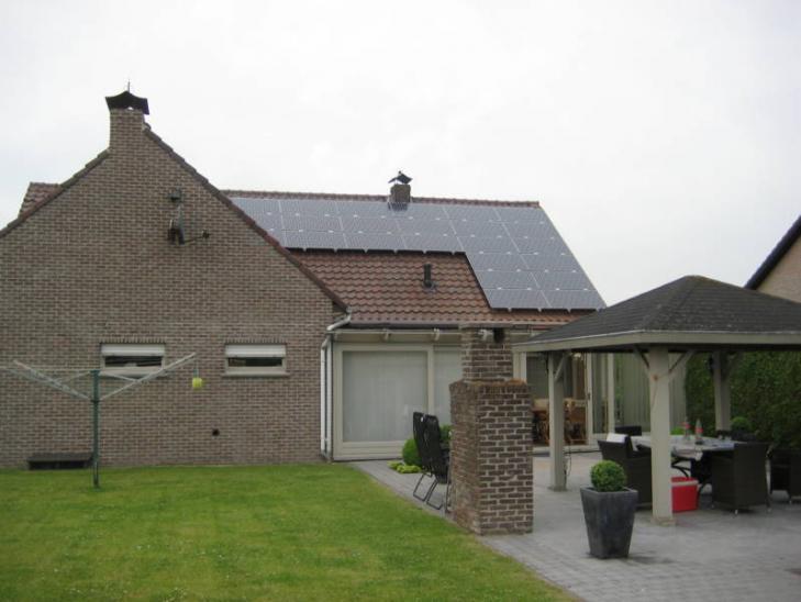Zonnepanelen op pannen dak in Malle