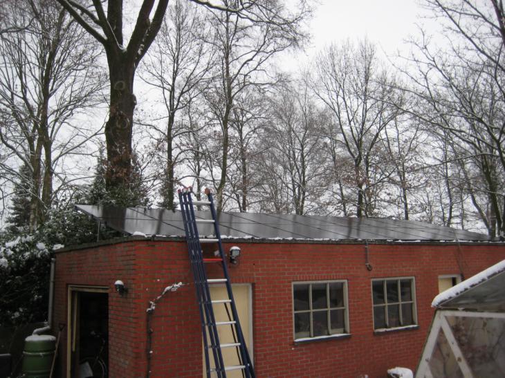 Zonnepanelen op plat dak Ravels