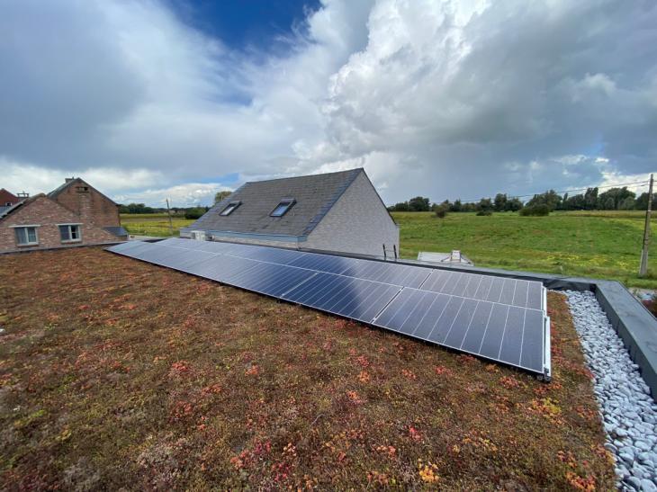 Zonnepanelen op plat dak te Mechelen