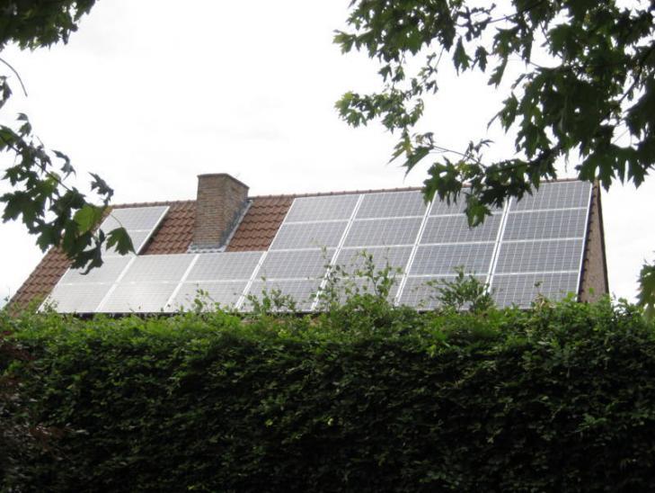 Zonnepanelen op pannen dak in Lille