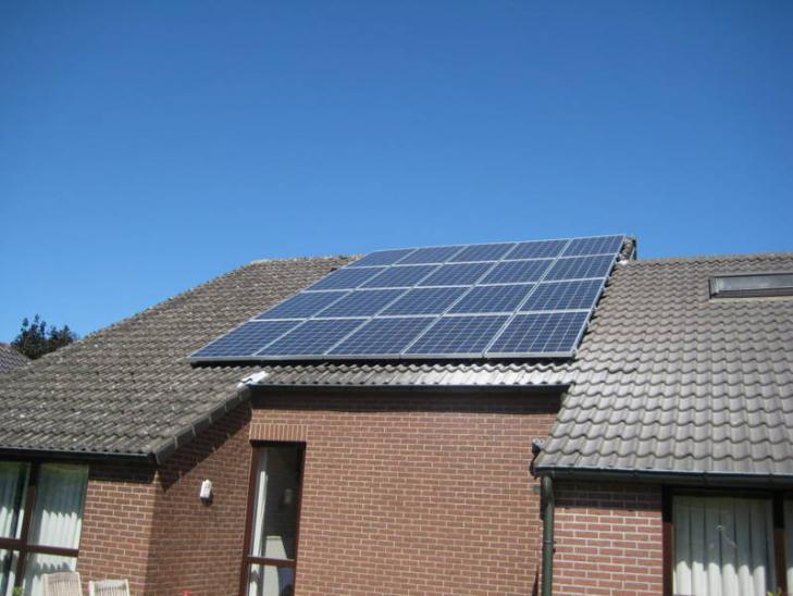 Zonnepanelen op pannen dak Vosselaar