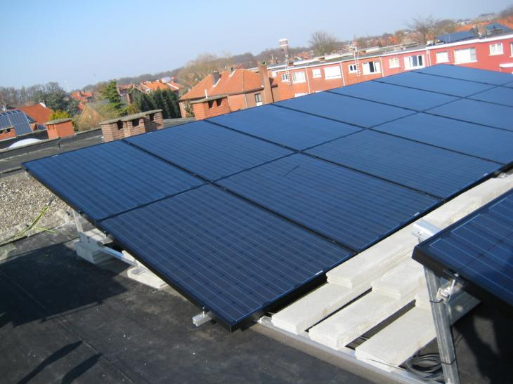 Zonnepanelen op plat dak Kapellen