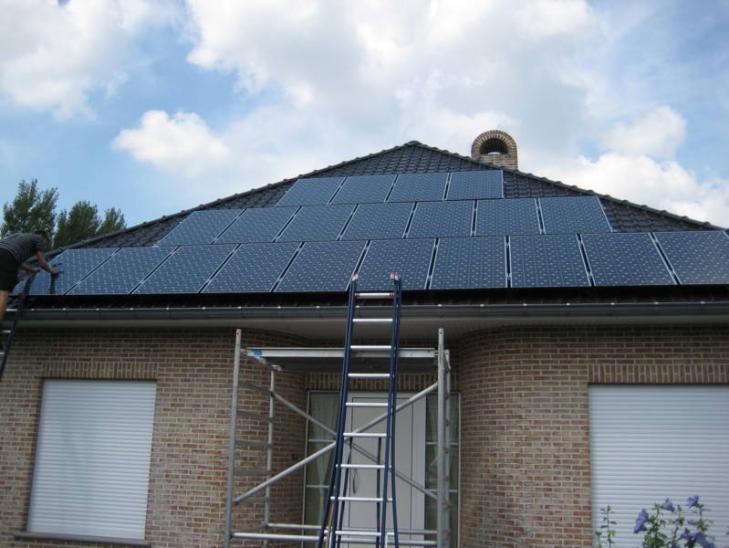 Zonnepanelen op pannen dak in Vosselaar