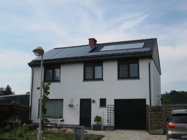 Zonnepanelen op pannen dak in Berendrecht