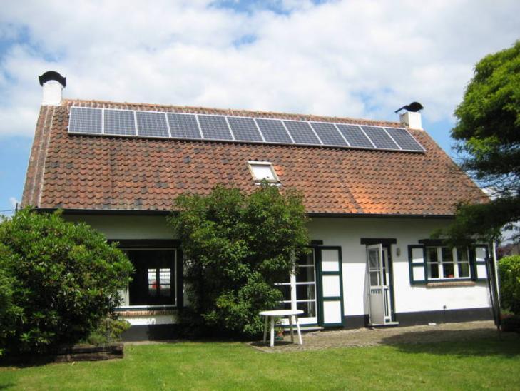 Zonnepanelen op pannen dak in Zandhoven