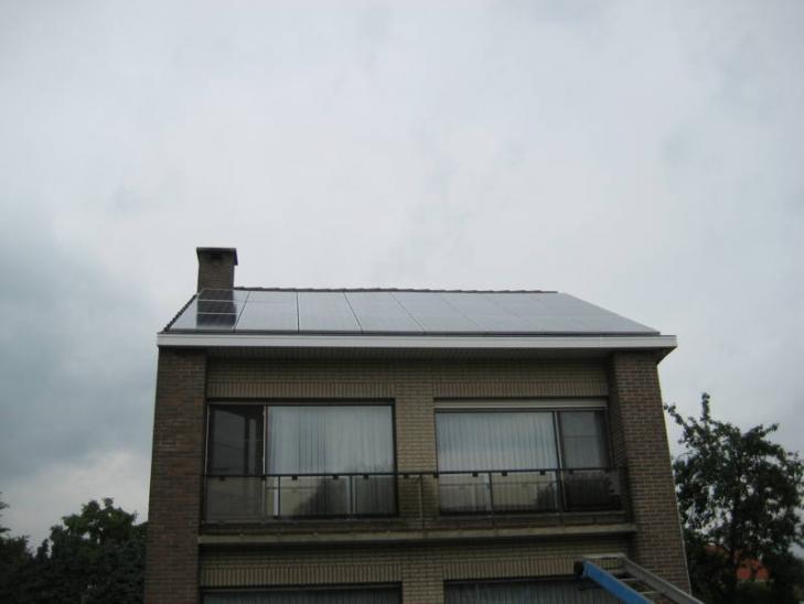 Zonnepanelen op pannen dak in Geel