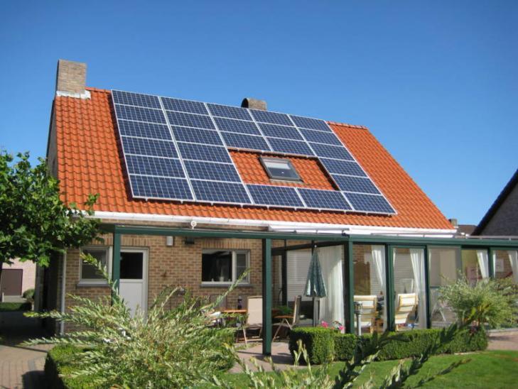 Zonnepanelen op pannen dak in Hoogstraten