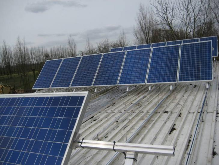 Zonnepanelen op profielplaten dak Hoogstraten