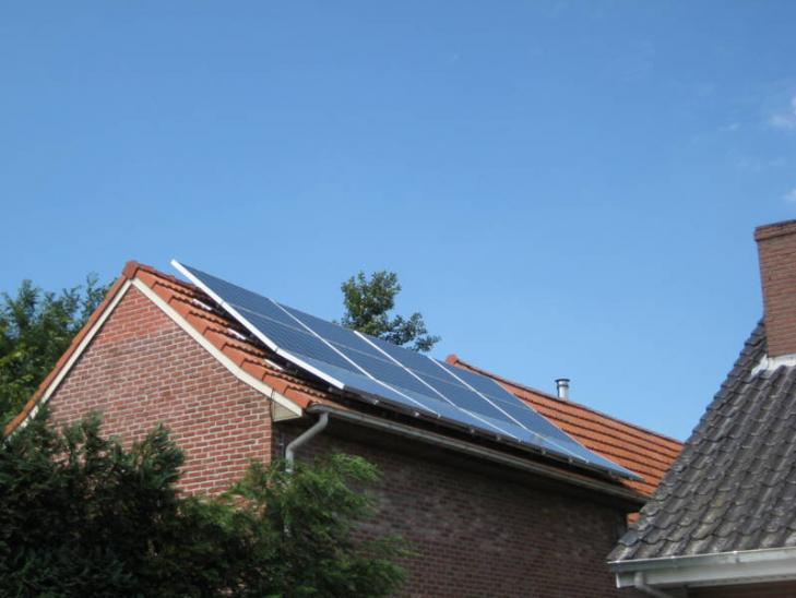Zonnepanelen op pannen dak in Wortel