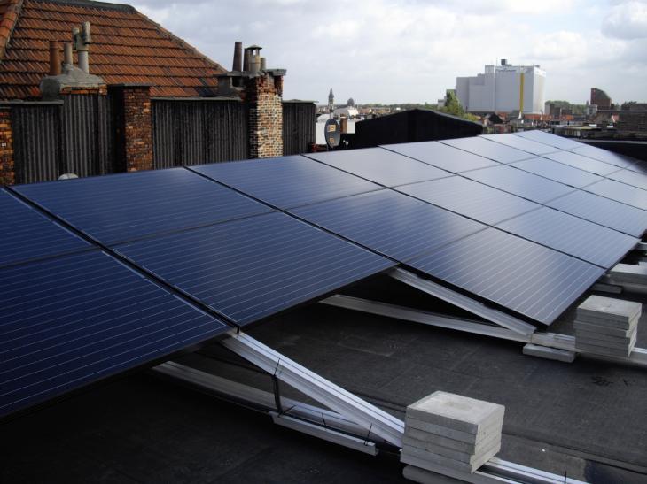 Zonnepanelen op plat dak Antwerpen