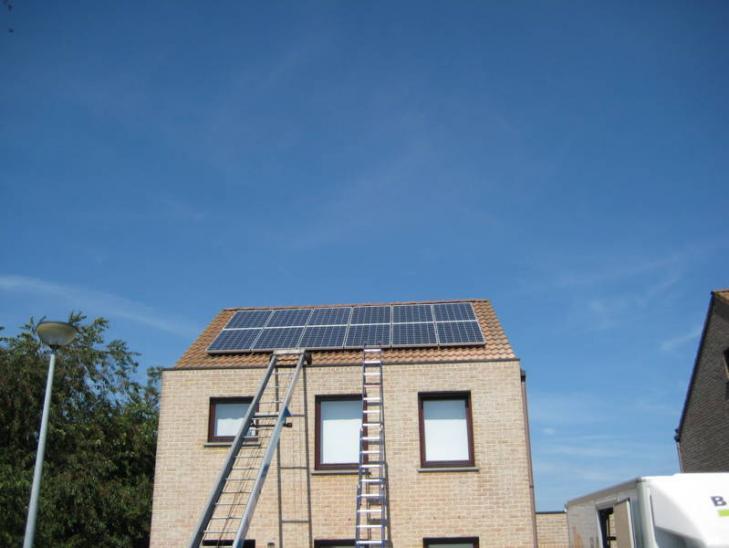 Zonnepanelen op pannen dak in Mol