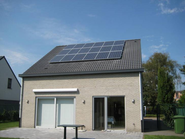 Zonnepanelen op pannen dak in Ranst