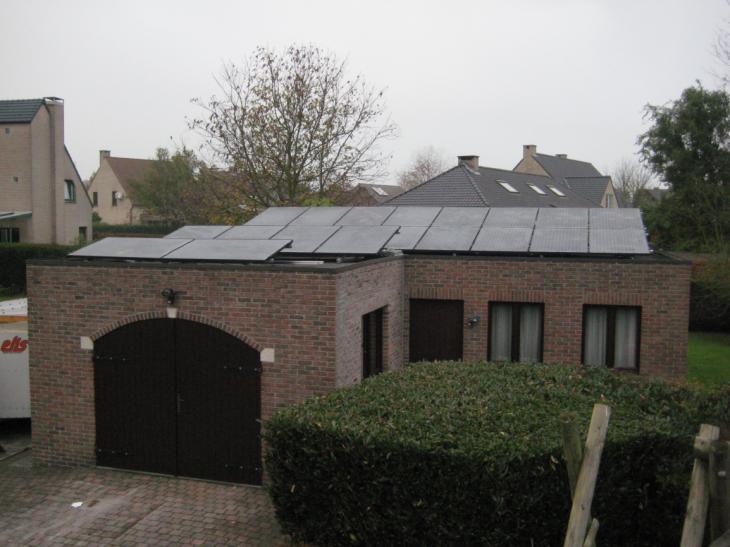 Zonnepanelen op plat dak Vosselaar