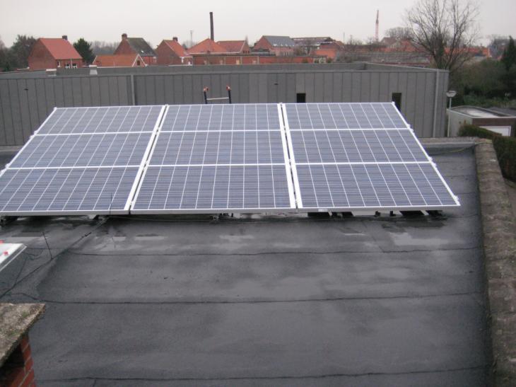 Zonnepanelen op plat dak Herentals