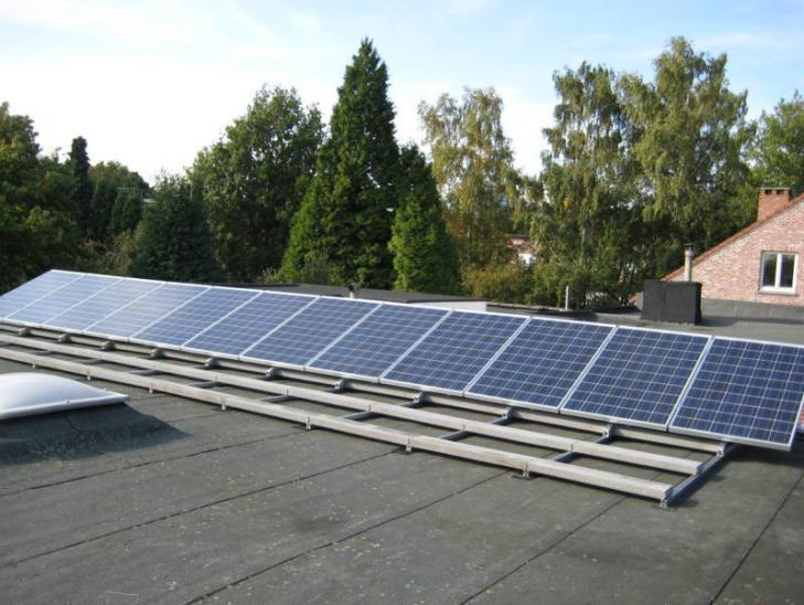 Zonnepanelen op plat dak Wilrijk