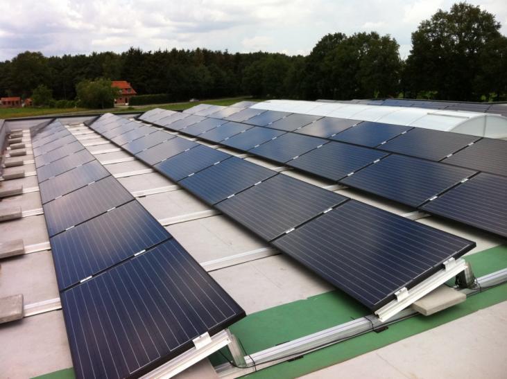 Zonnepanelen op plat dak Lille