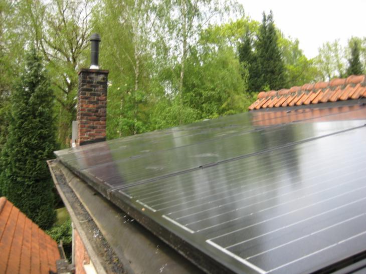 Zonnepanelen op plat dak Brecht