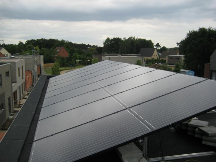 Zonnepanelen op plat dak Olen