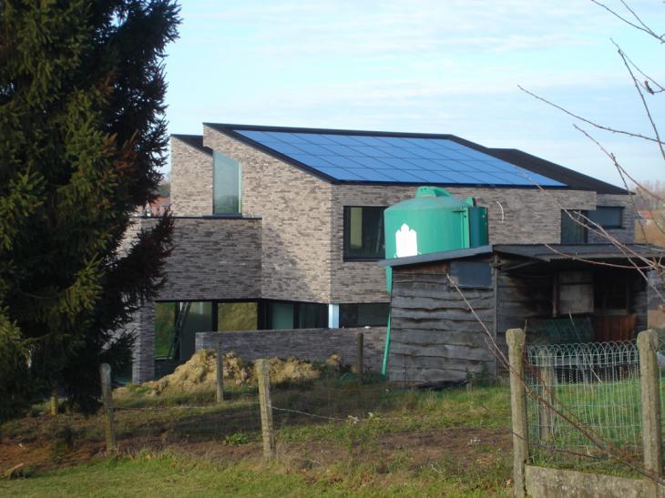 Zonnepanelen op roofing Bertem