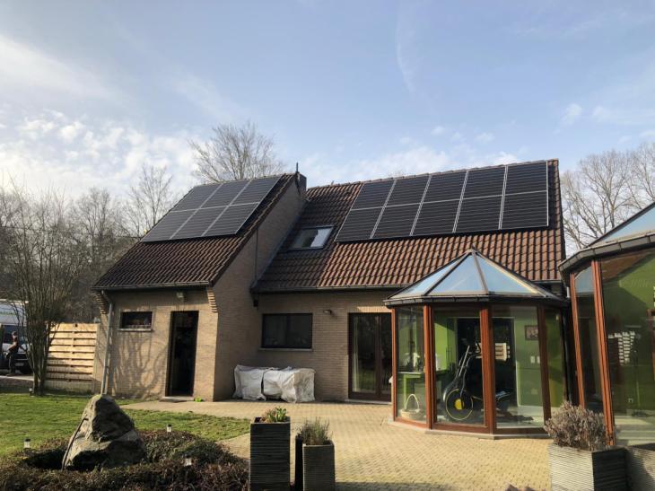 Zonnepanelen op pannen dak in Rotselaar