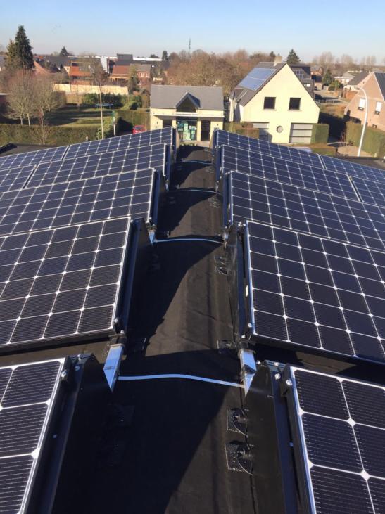Zonnepanelen op roofing Itegem