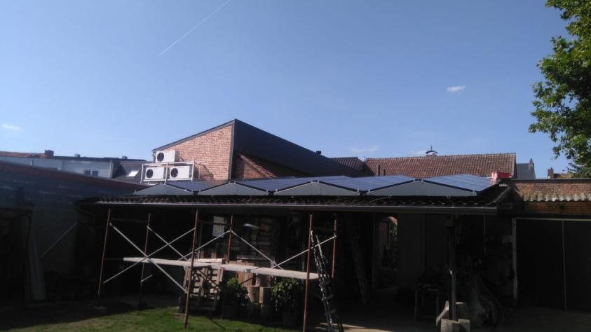 Zonnepanelen op golfplaten dak Werchter