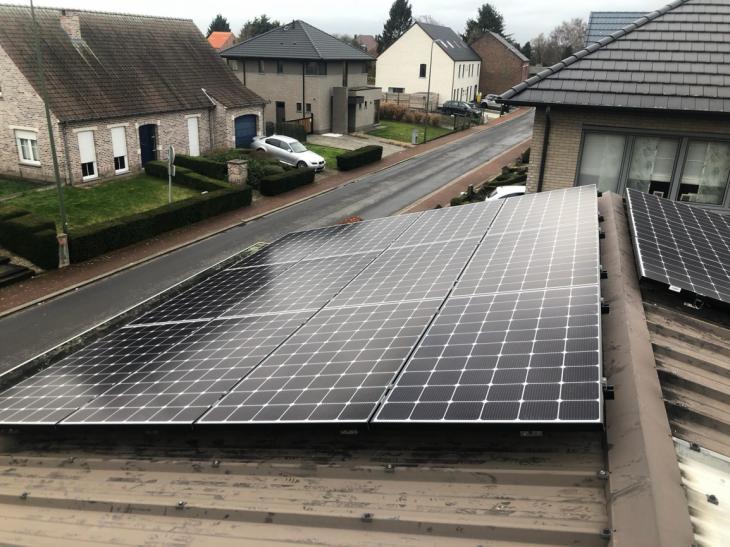 Zonnepanelen op golfplaten dak Kampenhout