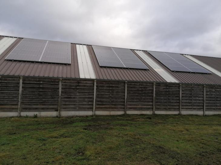 zonnepanelen op stalen dak te Lille